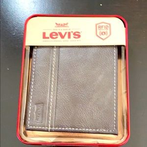 Levi's Men's Brown Leather Wallet. NWT